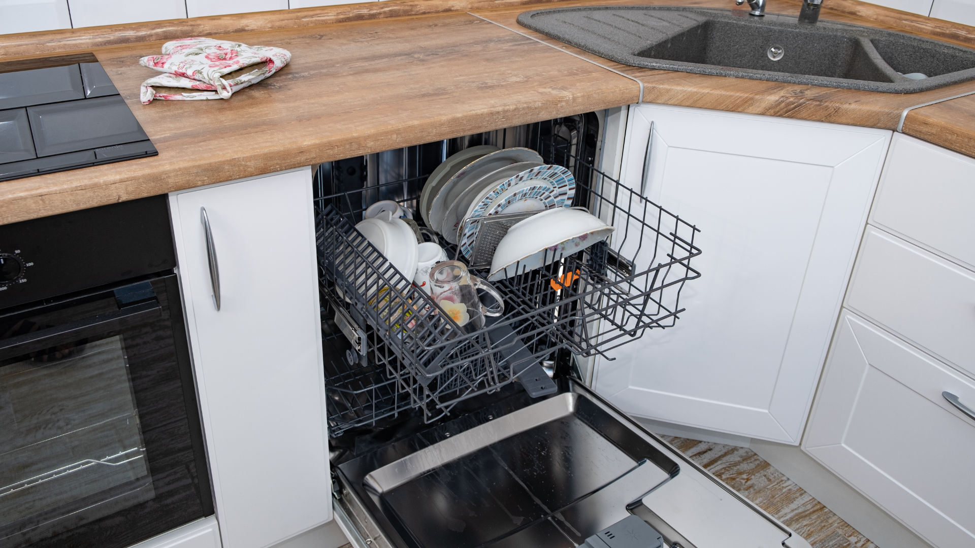"""Featured image for """"How Much Water Does a Dishwasher Use?"""""""